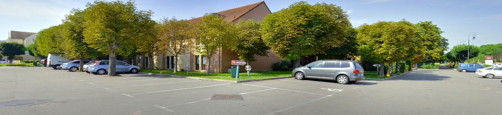 Hotel maisons laffitte parking